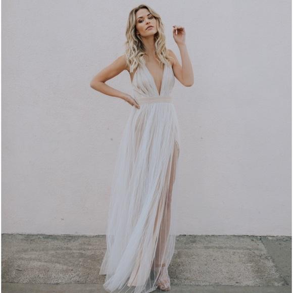 c8fb4f75a52 VICI White Karmen Maxi Dress. M 5aa2e424c9fcdff8f76b7658